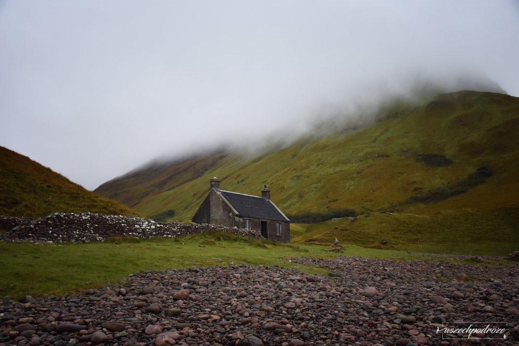 Szkockie Guirdil bothy  Isle of Rum
